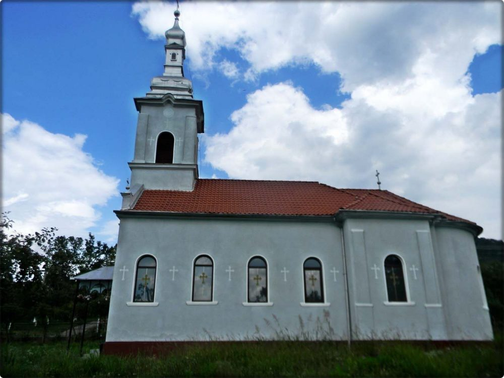 Biserica din Livada-Paulian - vedere laterală