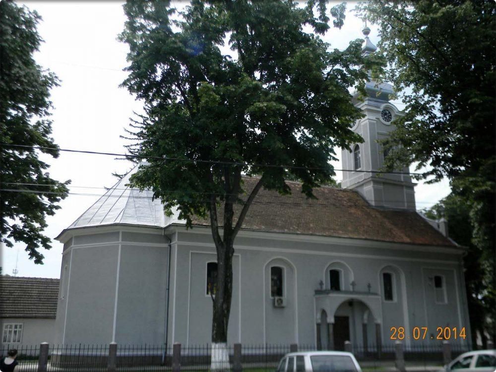 Biserica -vedere laterala sosea
