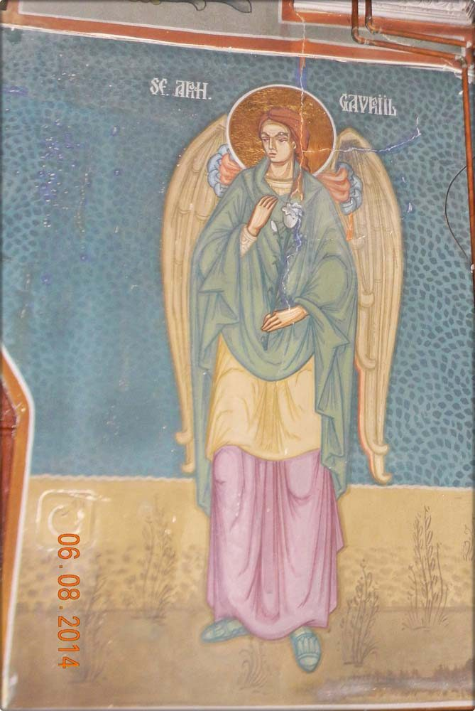 Sf. Arhanghel Gavril -intrarea laterala dreapta Biserică