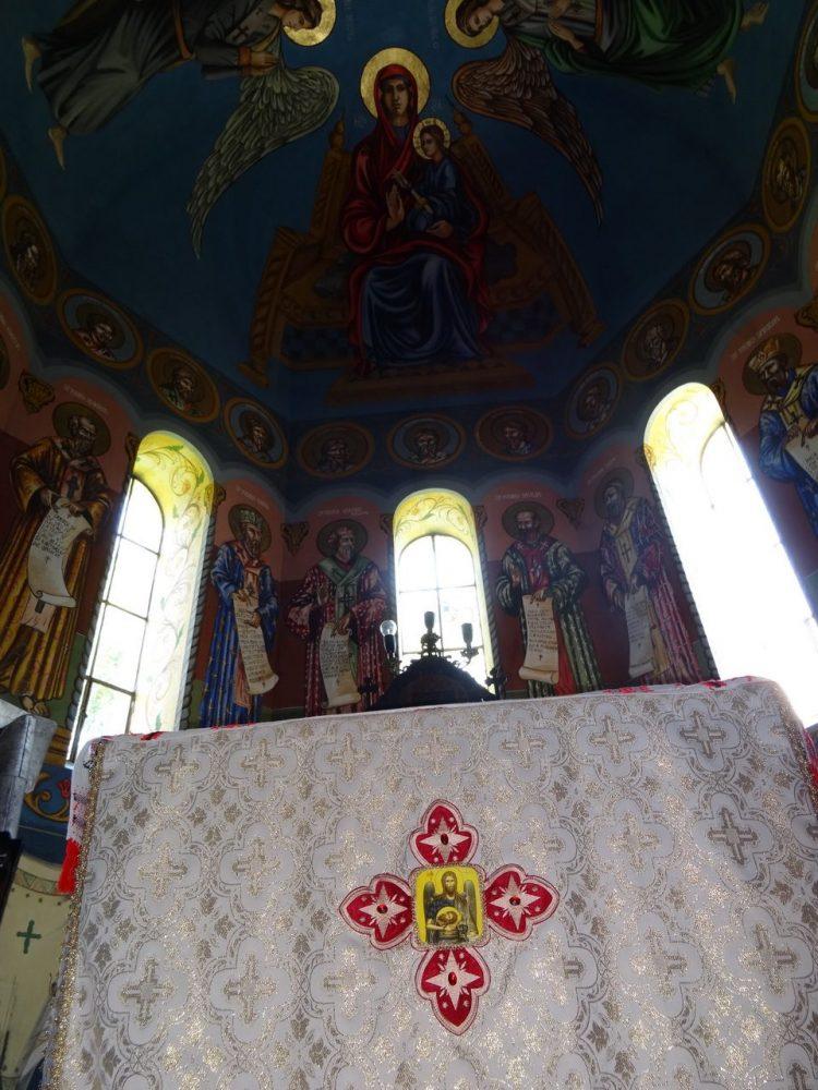 Sf. Masa si pictura din altarul bisericii ILTEU_2014