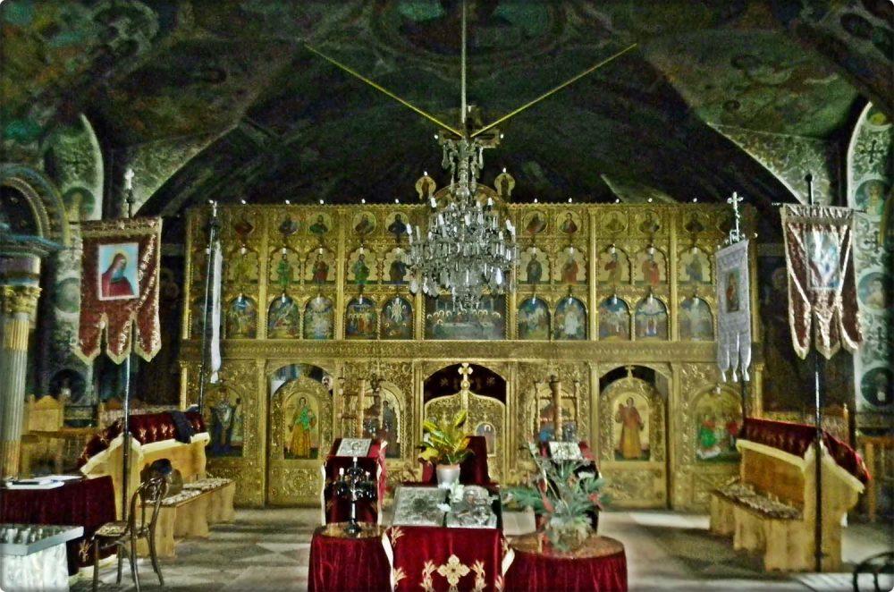 vedere centrala a iconostasului